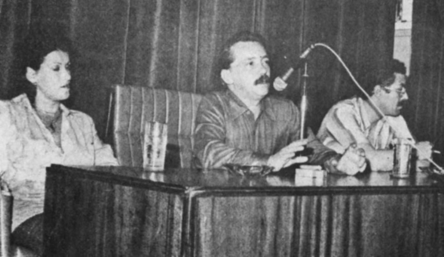 Palestra de Gianfrancesco Guarnieri (ao centro), junto com Nicéia Brasil e Carlos Carvalho, no Auditório da SAssembleia Legislativa, em Porto Alegre, antes da apresentação da peça O CHOQUE DAS RAÇAS, dia 17 de setembro, de 1977 - Porto Alegre - RS.