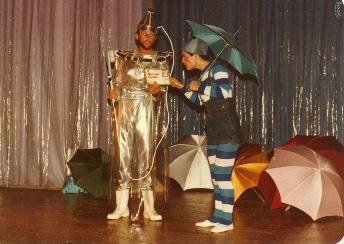 Patrão Chuveiro (Carlos Becker) e Pingo de Chuva (Daisy da Silva)