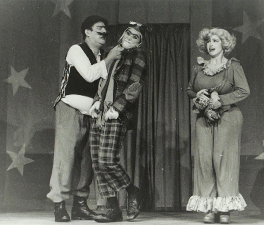 Marruá (Heitor Schmidt), Matias Cão (Lu Adams) e Boracéia (Yve Machado)