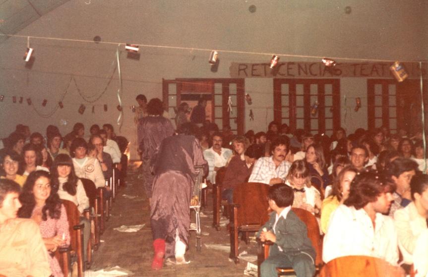 Cena com o público no Auditório da Escola Annes Dias, em Cruz Alta/RS - 1979